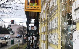 Kolb Scherenbühne bei Arbeiten an einer Hausfassade